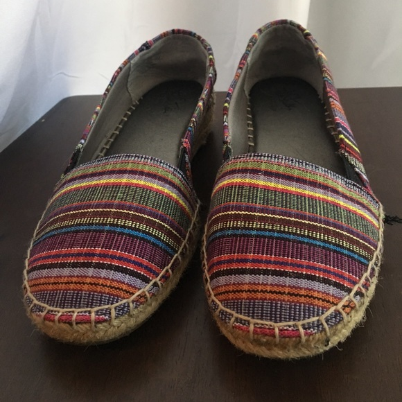Shoes - Woven colored flats